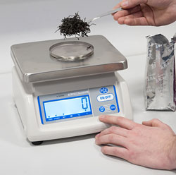 Verified dosing balance weighing an infusion mix