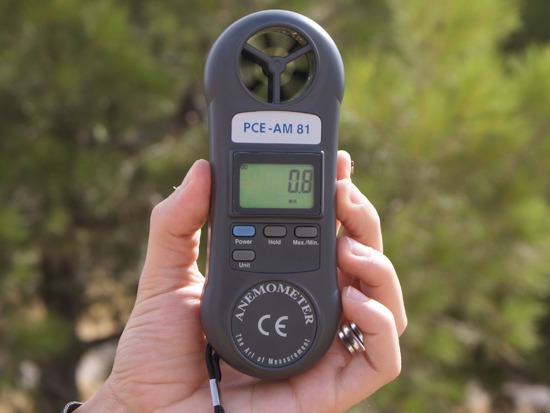 The anemometer PCE-AM81 measure the speed of the wind.