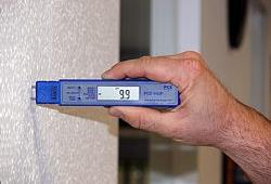 PCE-HGP humidity detector: measuring humidity in a wall