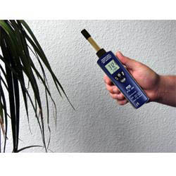 PCE-555 hydrometer: measuring humidity and temperature